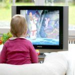"""Tivi và điện thoại - Những """"vú em"""" khiến trẻ chậm nói"""