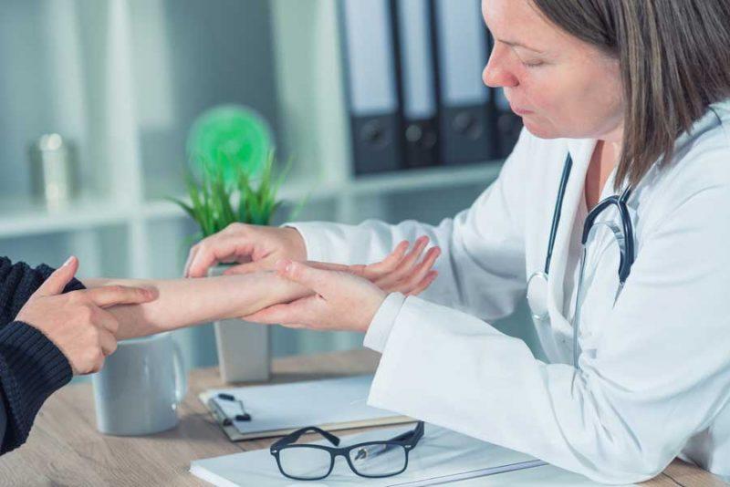 Khám chuyên khoa da liễu để nhận được sự tư vấn từ các bác sĩ