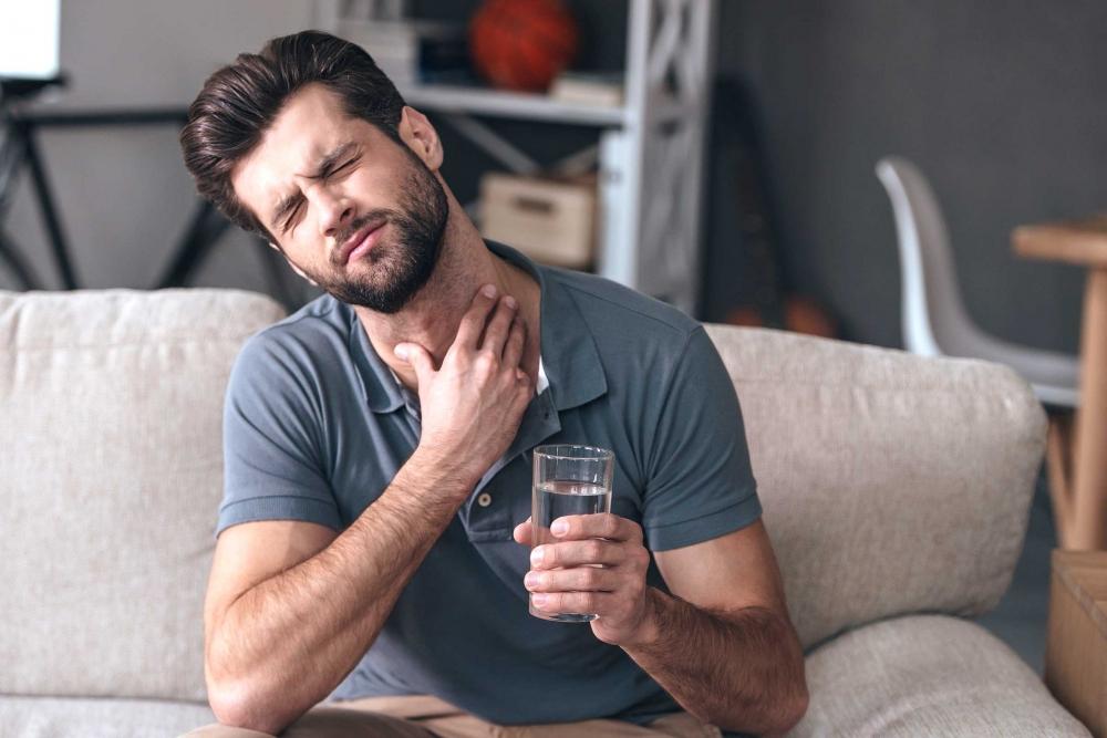 Các triệu chứng viêm cổ họng trào ngược