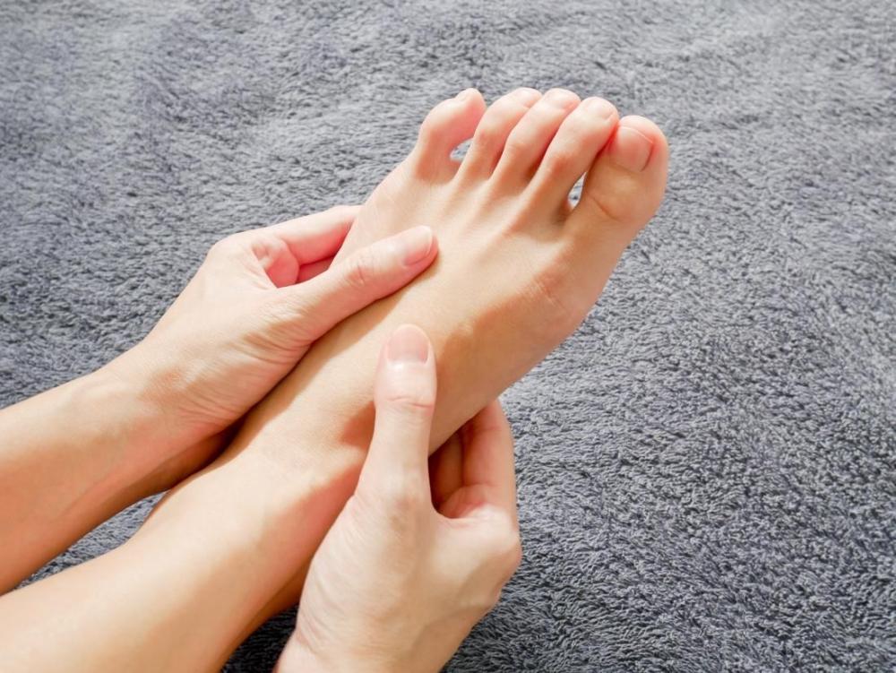 Hiện tượng tê bì chân tay là gì? Cách điều trị nào hiệu quả nhanh